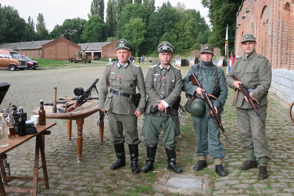 Enkele achtergebleven  'Duitse' soldaten, gespeeld door De Condors, de eerste WO2-Airsoftgroep uit Limburg