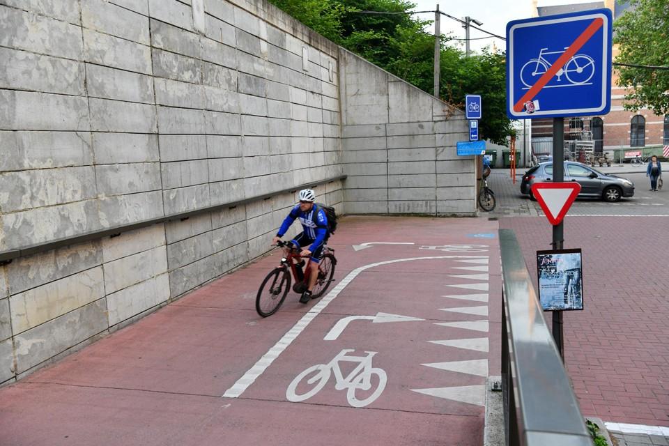 Het begin van de fietsostrade Antwerpen-Mechelen aan het Mechelse station Nekkerspoel.