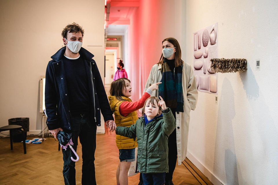 Vildana en Jonas met kindjes Joanna en Kaspar in De Studio.