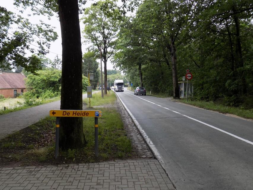 Het Agentschap Wegen en Verkeer gaat ook de voorsorteerstrook voor auto's vanuit Lichtaart richting het pretpark een pak langer maken.