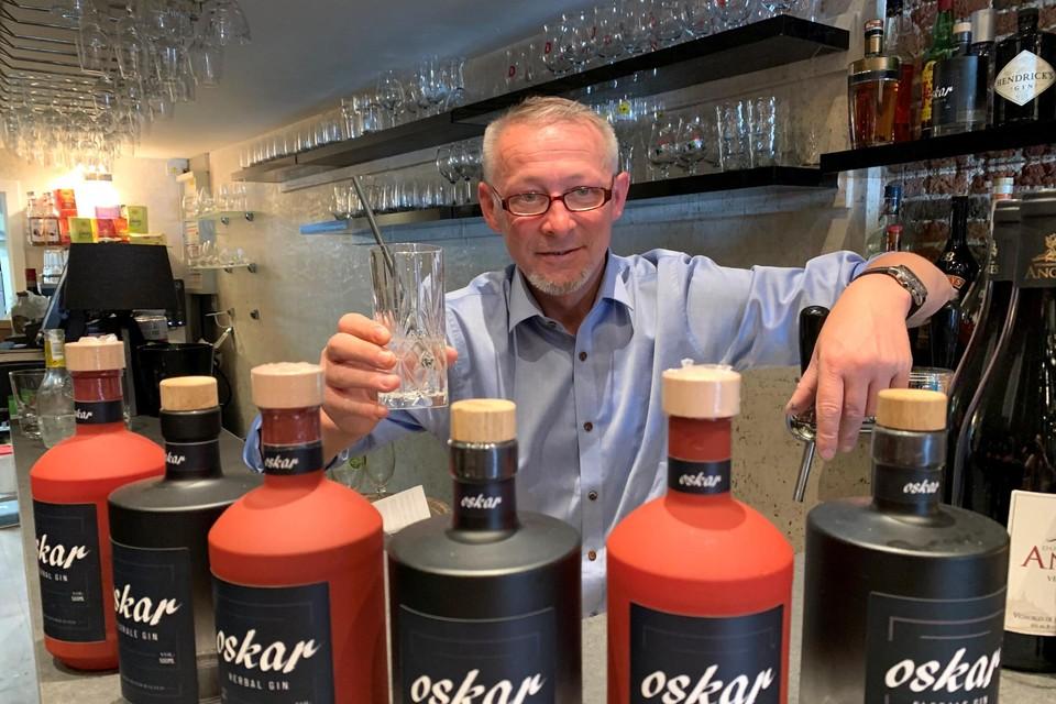 Sven Verpoucke serveert zowel een florale als een kruidige gin.