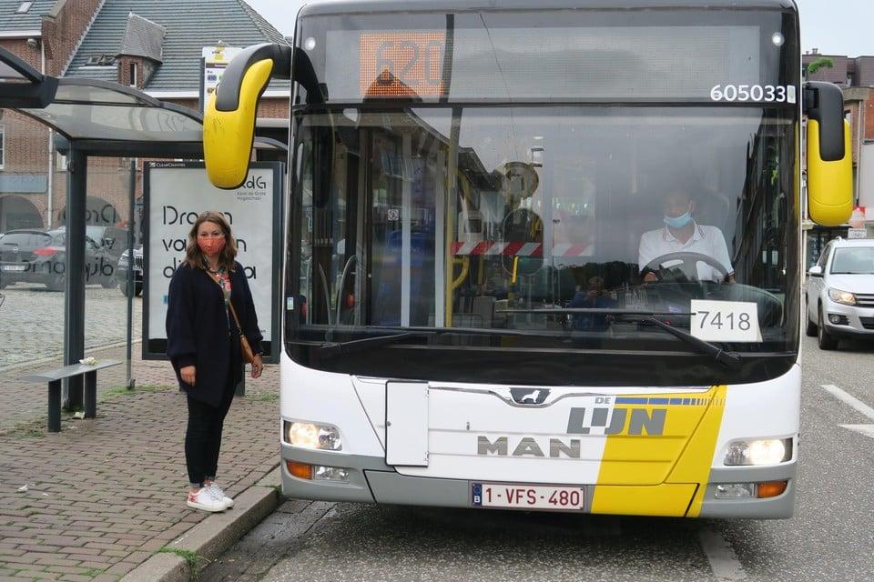 Stepahnie Vanden Eede (Vooruit) bij bus 620.