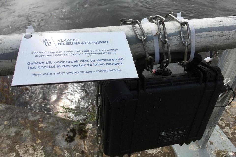 De Vlaamse Milieumaatschappij plaatste beluchters aan het Schulensmeer om opnieuw zuurstof in het water te krijgen en zo de vissterfte en geurhindertegen te gaan.