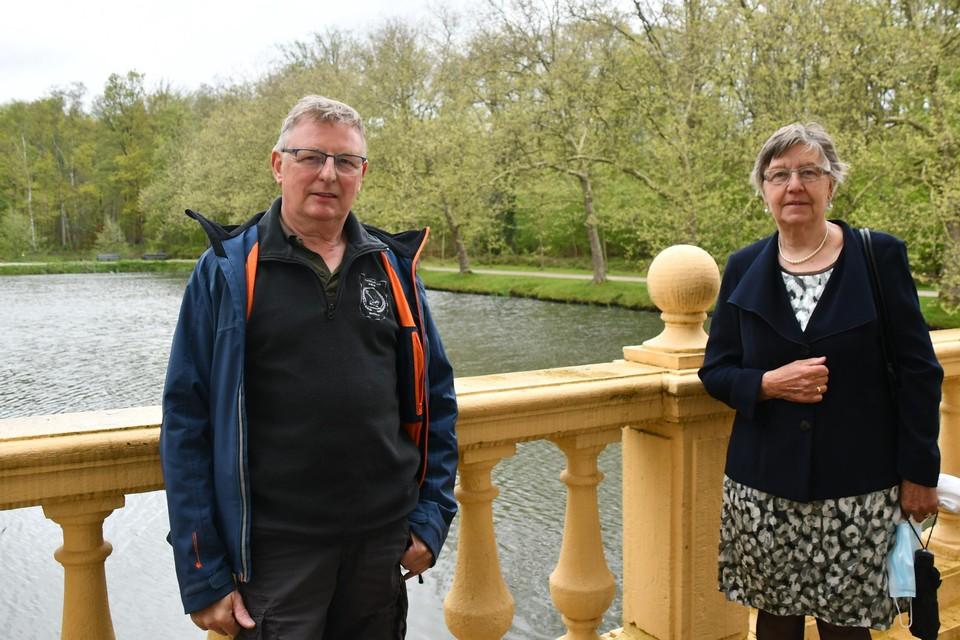 Voorzitter Edward De Bruyn en bestuurslid Maria Boeykens van wandelclub Kwik stelden de wandelingen voor.