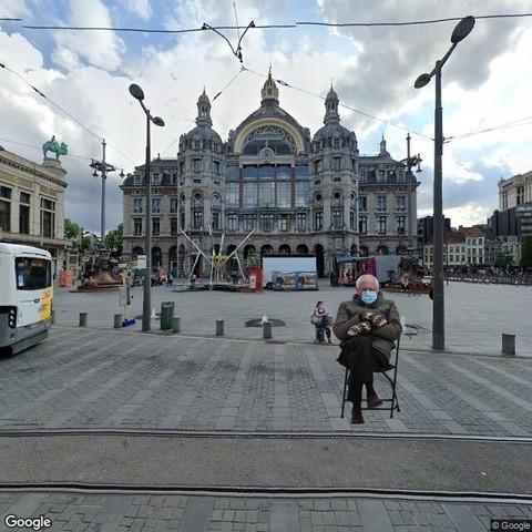 Voor het Centraal Station.