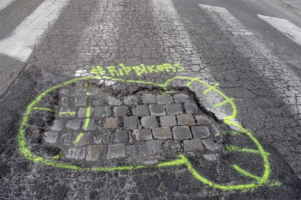 Bij de meerderheid van de fietsongevallen is geen auto betrokken, maar is bijvoorbeeld de staat van de weg de oorzaak.