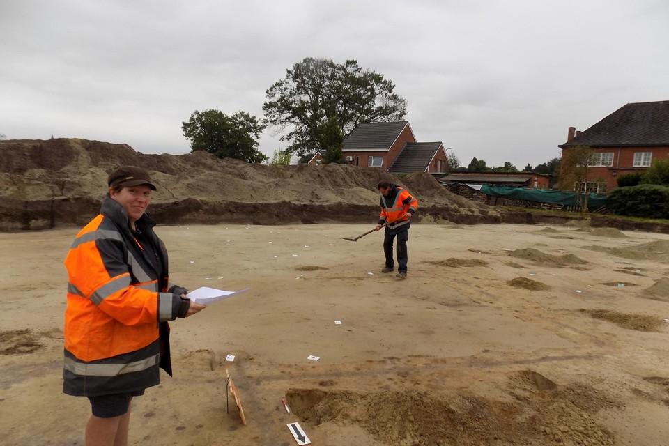 Bij de opgravingen van vorig jaar in de Koepoortstraat in Meerhout kwam ook een zeldzame waterput, opgebouwd met houten wielen, boven.