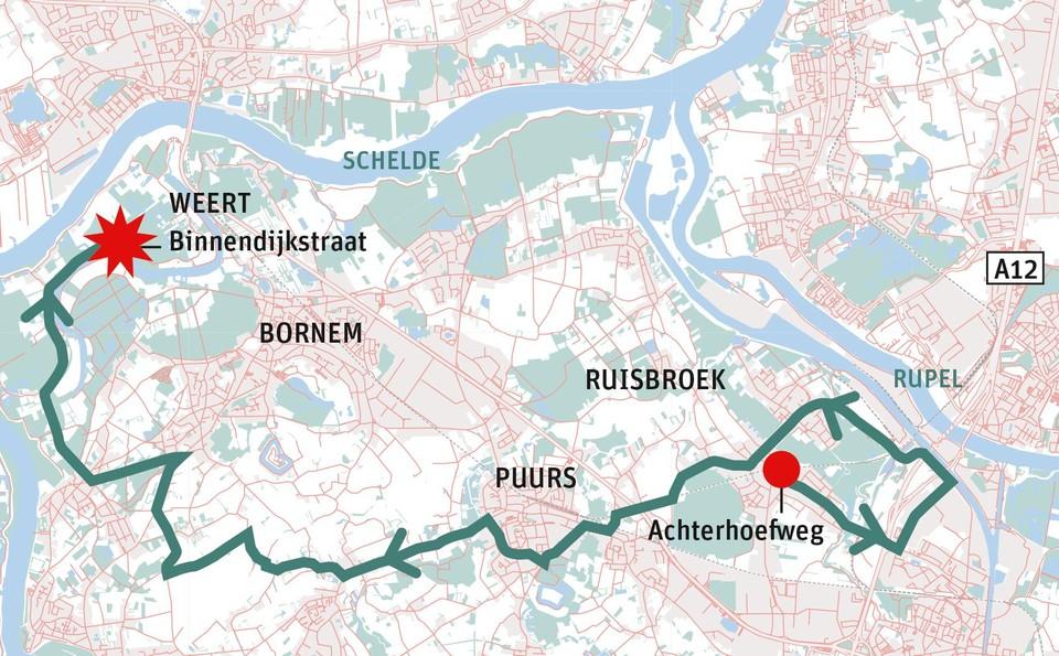 Politieploegen konden de wagen na een achtervolging van ruim twintig kilometer in Weert klemrijden.