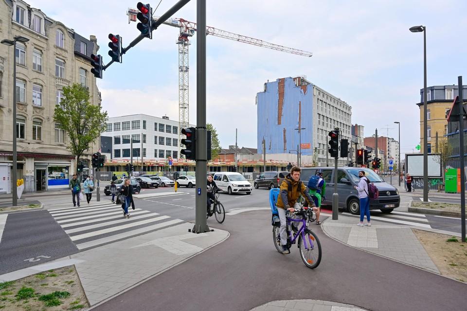 Het kruispunt met de Provinciestraat en de Van Den Nestlei, een van de drukste en bijgevolg meest incidentrijke, is intussen ook heraangelegd.