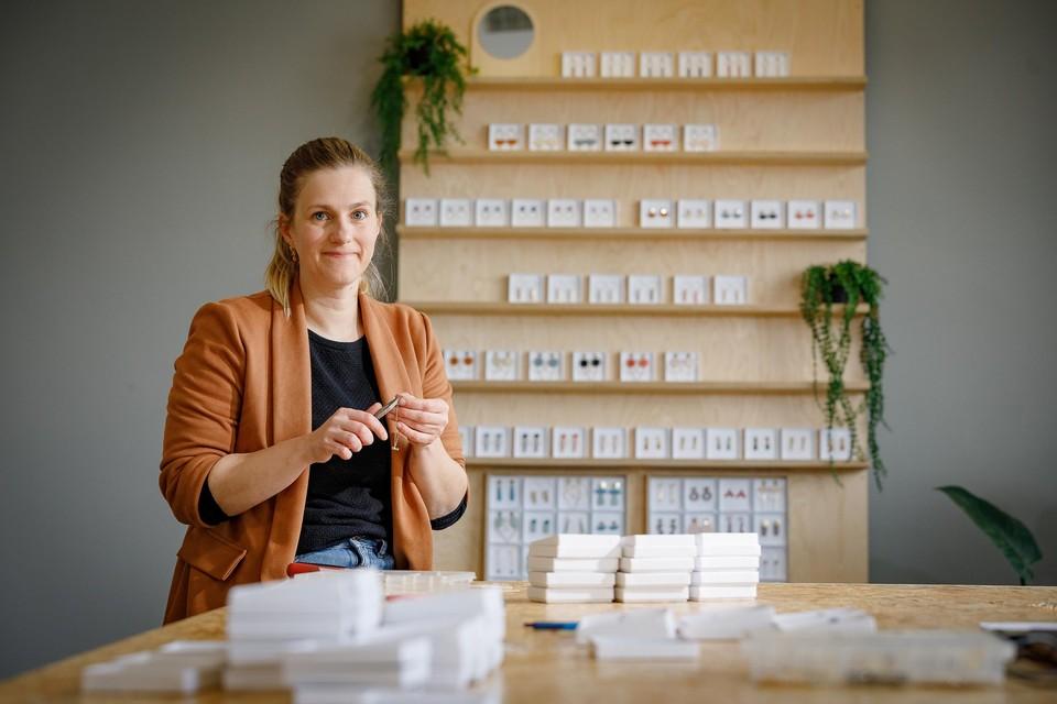 Joline Helsen van Studio Nok Nok verkoopt niet alleen juwelen om er zelf beter van te worden, ze steunt er ook de goede zaak mee.