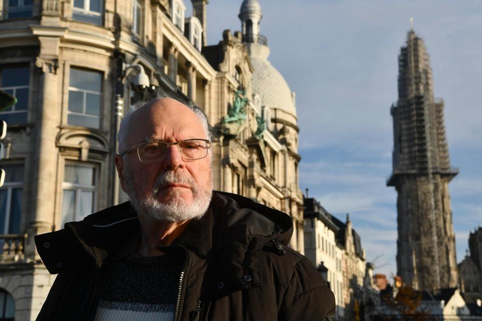 Regisseur Harry Kümel bij de kathedraal.