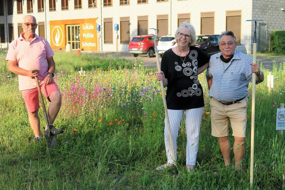 Drie van de vier 'hoveniers' van het Gasketelplein: Adam, Magda en Fons.