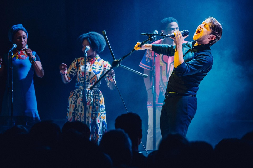 Sioen speelt de Zuid-Afrikaanse plaat Graceland van Paul Simon live.
