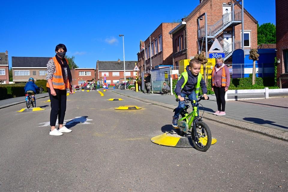 Het verkeersparcours werd opgesteld voor de Sint-Jozefschool en vormde een serieuze uitdaging voor de fietsertjes.