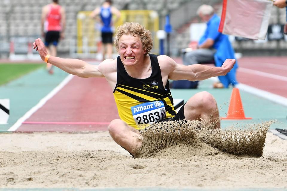 Maarten Heylen, hier tijdens het verspringen op het BK, blijft nog wat op zijn honger zitten, op zowel de 400m als in het verspringen.