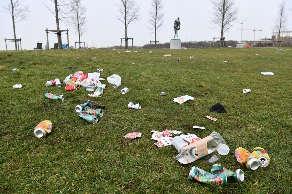 Het Droogdokkenpark was na het weekend herschapen tot een stort.