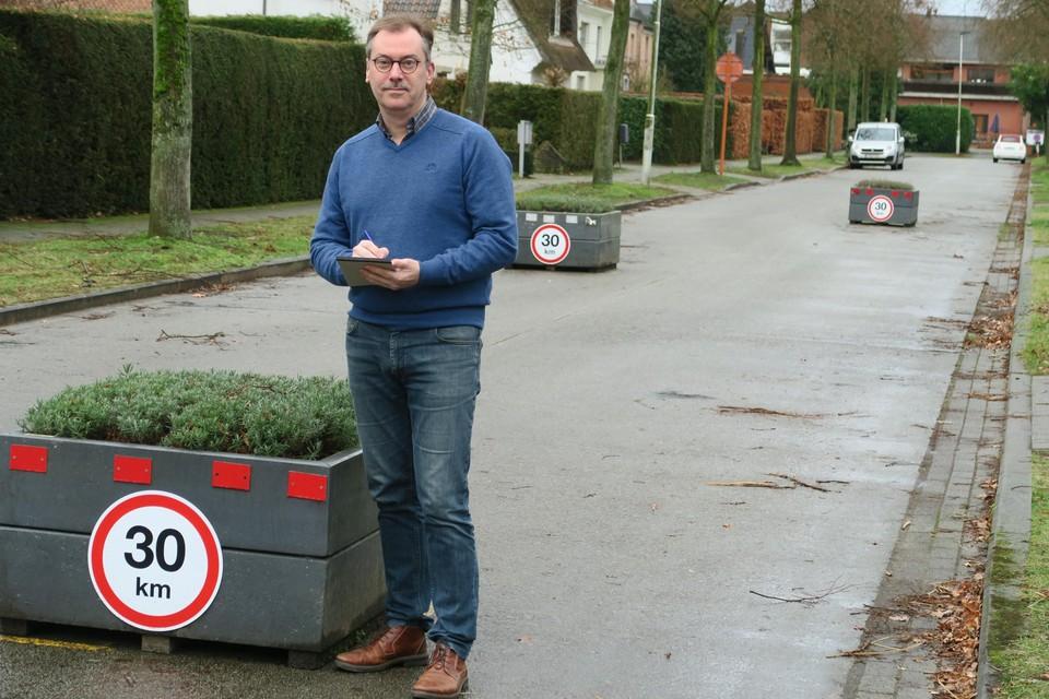 Bewoner en verkeersdeskundige van Universiteit Gent Frank Witlox bracht eind 2019 al het sluipverkeer in de kasteelbuurt in kaart. Nu lijken de eerste maatregelen er te gaan komen.