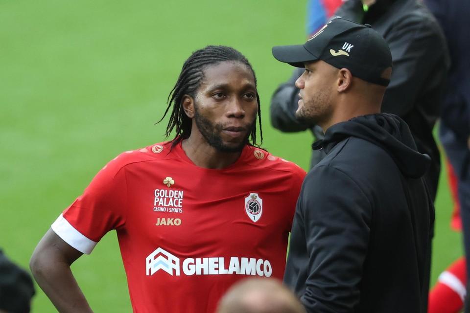 Dieumerci Mbokani en Anderlecht-coach Vincent Kompany.