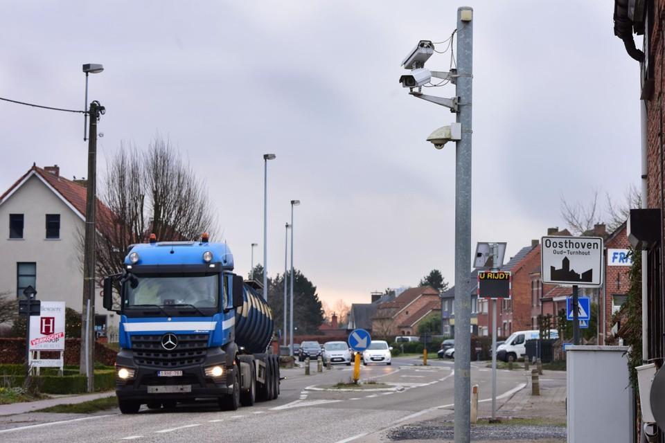 De Steenweg op Ravels in Oud-Turnhout krijgt nieuwe trajectcontrole.