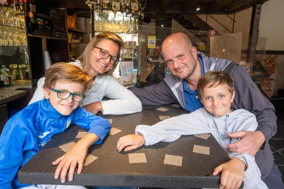 Na jaren komen Mieke en Alain nog eens terug naar De Volkslust. Met hun twee kinderen deze keer.