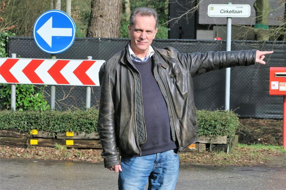 Schepen Peter Mendonck wijst alvast de weg, verplicht te volgen na heraanleg van de Cirkellaan.