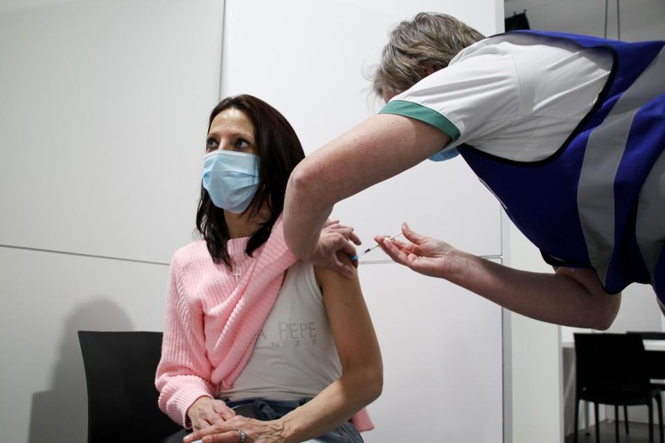 De vaccinatiecentra van Turnhout en Weelde organiseren vrije inloopmomenten.