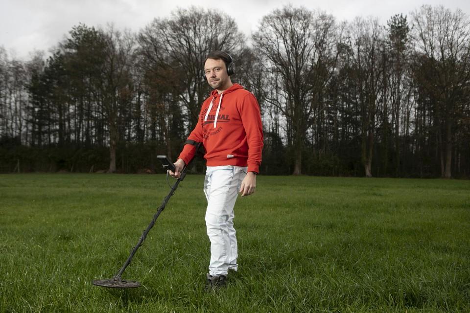 """Jerry Van de Vel (47) uit Heist-op-den-Berg is metaaldetectiehobbyist. """"Twee keer per week trek ik eropuit."""""""