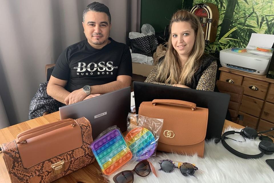 Ahmed Hauari runt de webshop Tripple A Fashion met de steun van zijn vrouw Samanta Van Achteren.
