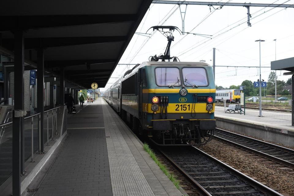 Momenteel worden op de spoorlijn Antwerpen-Mol-Hamont nog oude M5-treinstellen ingezet.