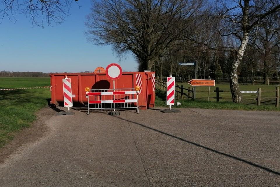 In navolging van Hoogstraten en Ravels heeft ook Baarle-Hertog een aantal grensovergangen afgesloten met een versperring.