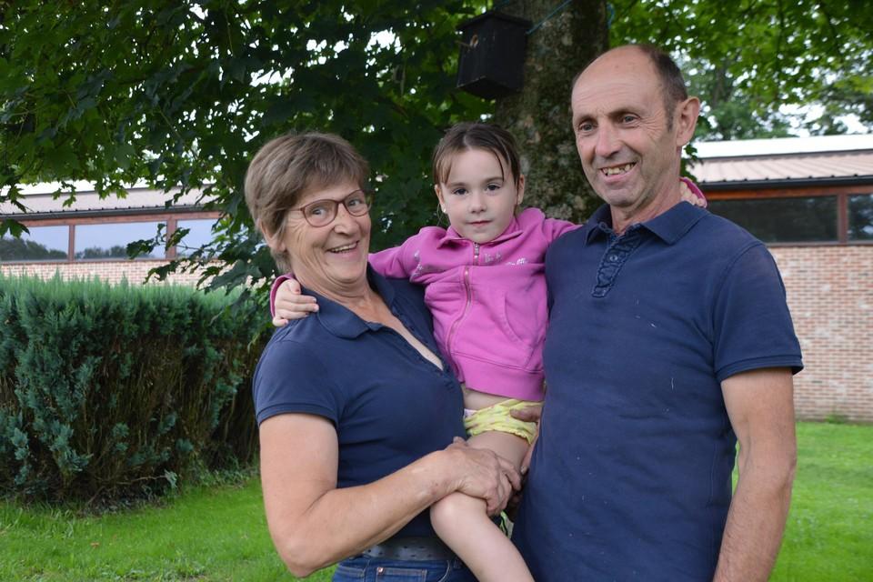 Carine en Herman Moortgat met hun kleindochter Louise.