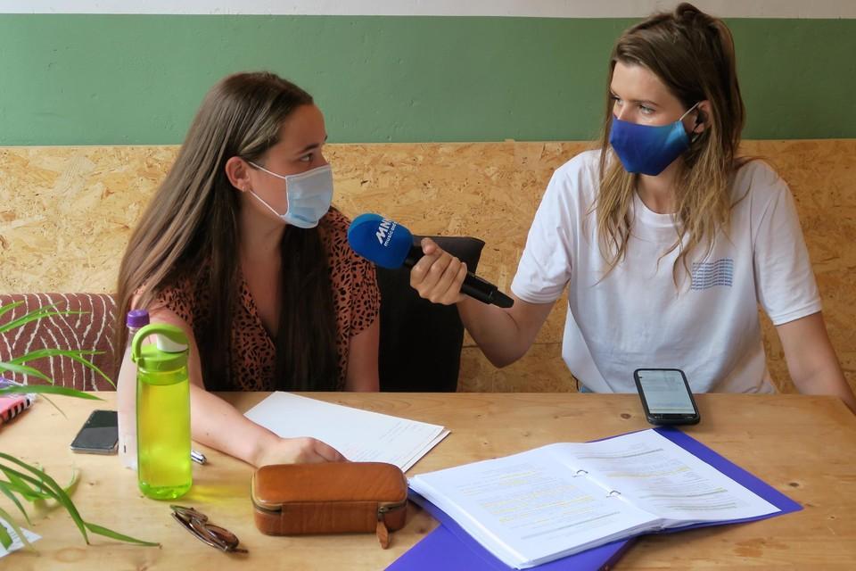 Laura Govaerts interviewt criminologe in spe Yentl Clarijs (21) in het Kaddish-café.