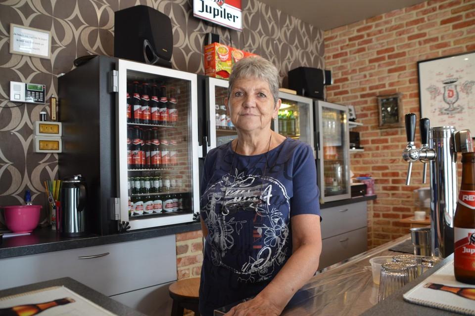 """Diana Van Rooy, de weduwe van Eddy Vekemans, in café Araab in Grobbendonk. """"Ik heb die chauffeur nooit iets verweten. Voor hem moet het ook verschrikkelijk zijn."""""""