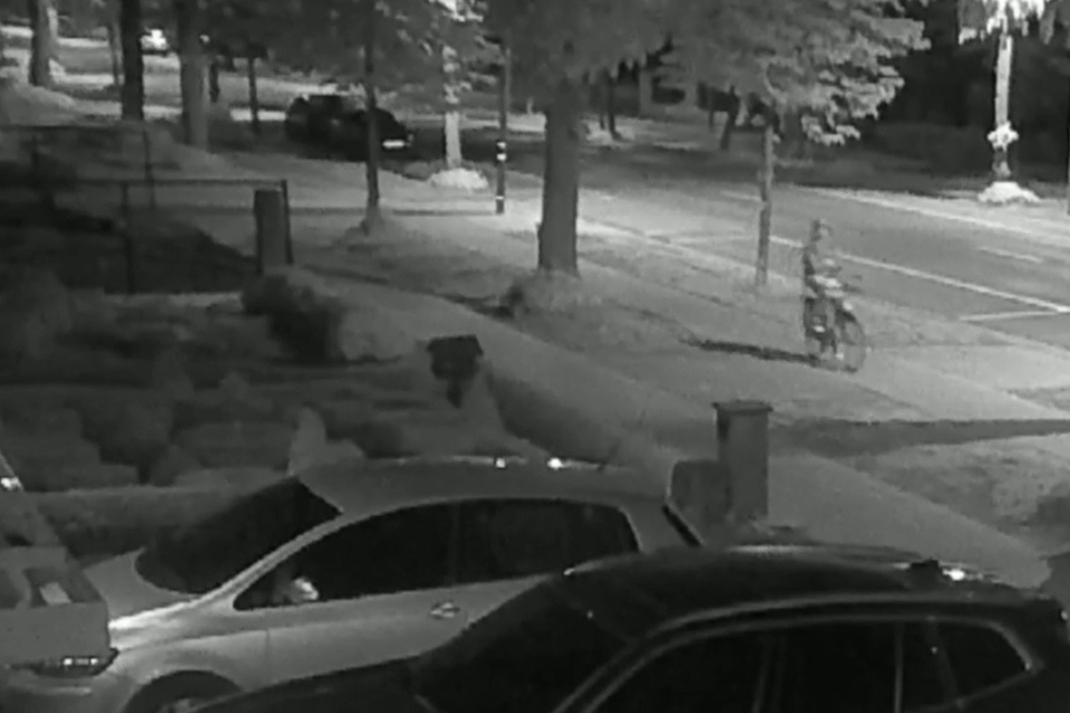 K. reed 's nachts met de fiets naar het politiekantoor in Westerlo, om de dreigbrief er achter te laten. Daarna stak hij een auto in brand.
