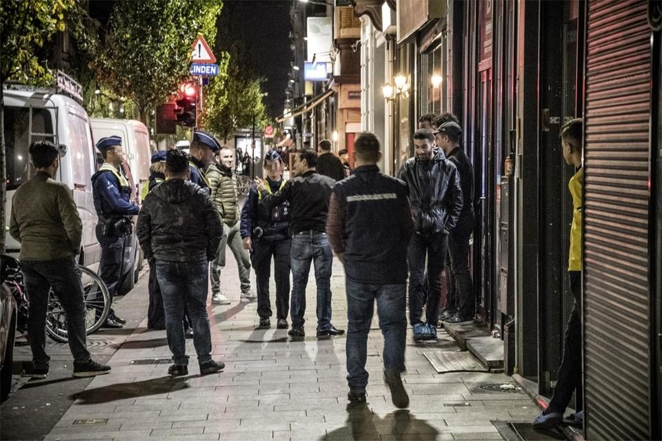 De politie controleerde gisterenavond of het samenscholingsverbod gerespecteerd werd