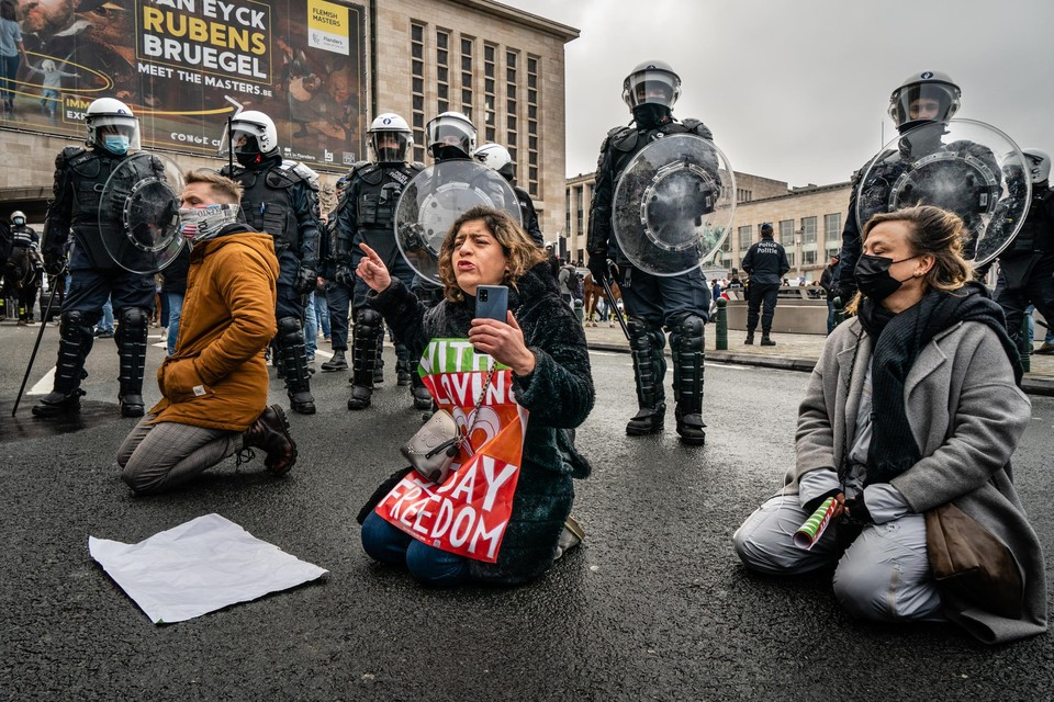 De aanleiding van het protest is de anti-coronamaatregelenbetoging in Brussel. Toen trad de politie te hard op, vindt Nationaal Front. De extreemrechtse beweging stelt minister Verlinden daar verantwoordelijk voor.