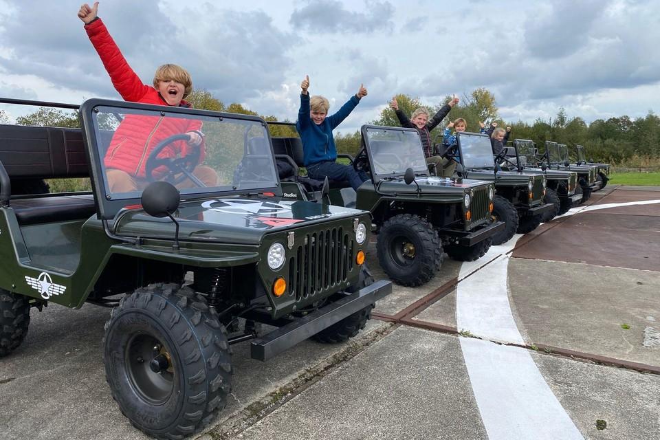 AED Studios beschikt over 24 Junior Jeeps.
