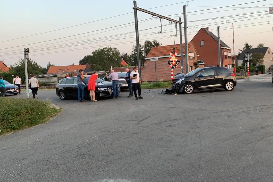 Het aantal ongevallen en verkeersslachtoffers namen het voorbije jaar af. Op de foto is het wel nog prijs op het kruispunt van Rauwelkoven en de Groenstraat in Geel.