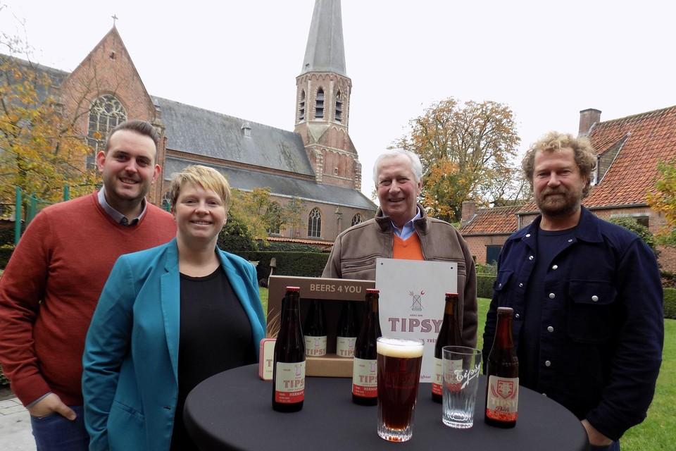 Toon Van Bree en Stefanie Van den Brande van B&B Stillant in het hartje van Gierle herlanceerden vorig jaar met brouwers Jo en Marc Hermans het originele Tipsy-bier.