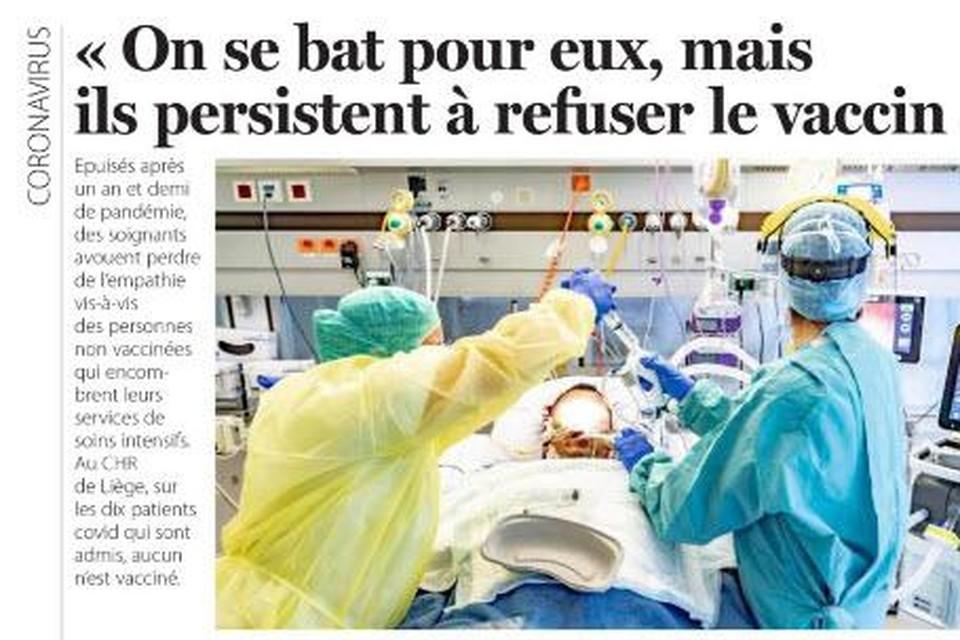 """De kop van het bewuste artikel in de krant. De originele titel """"De woede van het zorgpersoneel: 'We gaan de niet-gevaccineerden bijna haten'"""" werd aangepast in """"We vechten voor hen, maar ze blijven het vaccin weigeren""""."""