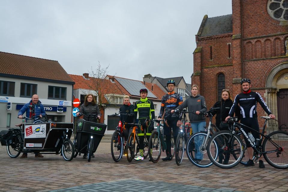 Ook de Oud-Turnhoutse fietsherstellers passeren in het filmpje.