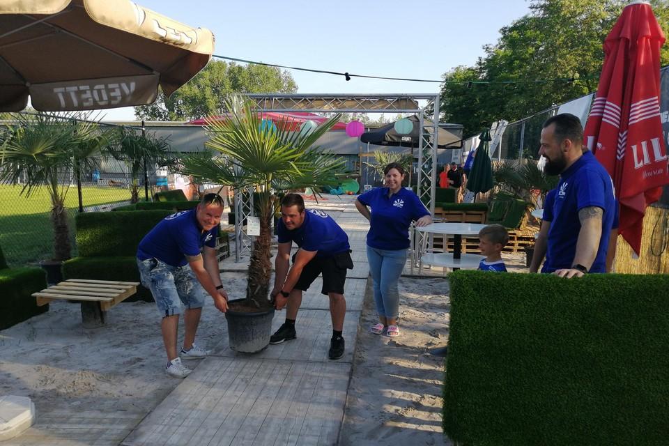 Het bestuur van voetbalclub Rumstse SK is klaar voor de opening van hun Rumesta Beach.