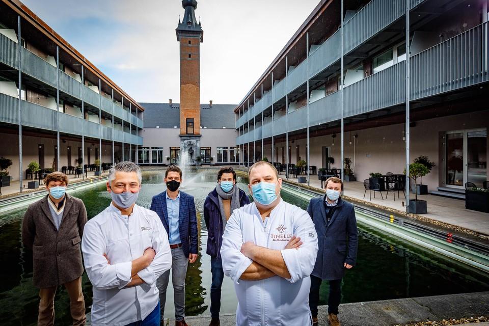Axel Colonna-Cesari van Centpourcent en Ken Verschueren van Tinèlle koken voor de Mechelen Culinair Roomservice in Van der Valk.