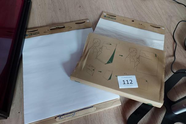 2 papieren flipcharts: 13 euro.
