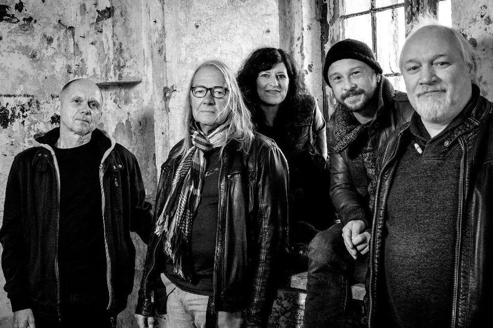 Jan Segers (tweede van links) met de bandleden van Meugemiszinge?.