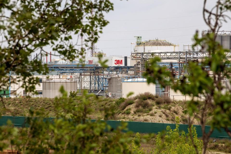 3M in Zwijndrecht produceerde jarenlang het giftige PFOS waardoor de bodem in Zwijndrecht zwaar vervuild is.