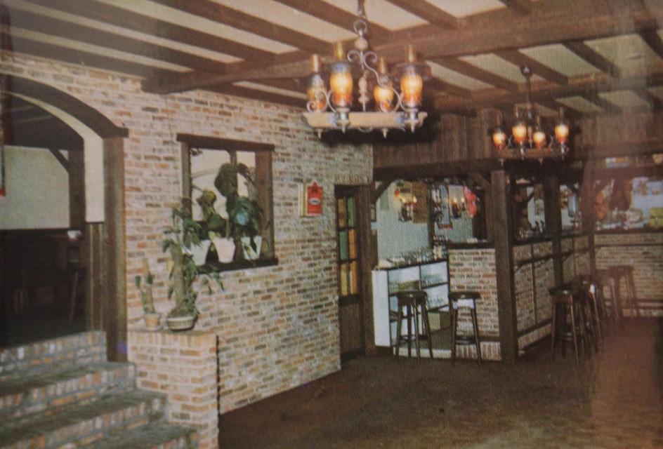 Het interieur van een gewoon dorpscafé.