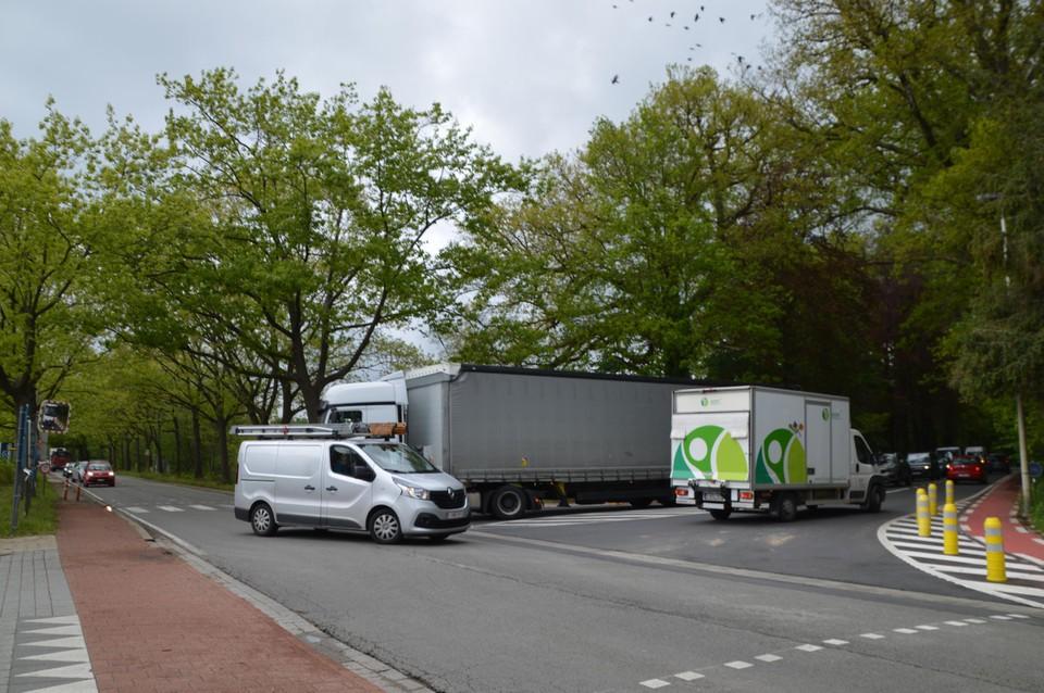 Het was druk aan het kruispunt tegenover taverne De Kroon.