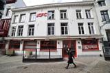 thumbnail: Dinsdag 18 mei opent het KFC-restaurant in de Jan Blomstraat, naast de kathedraal.