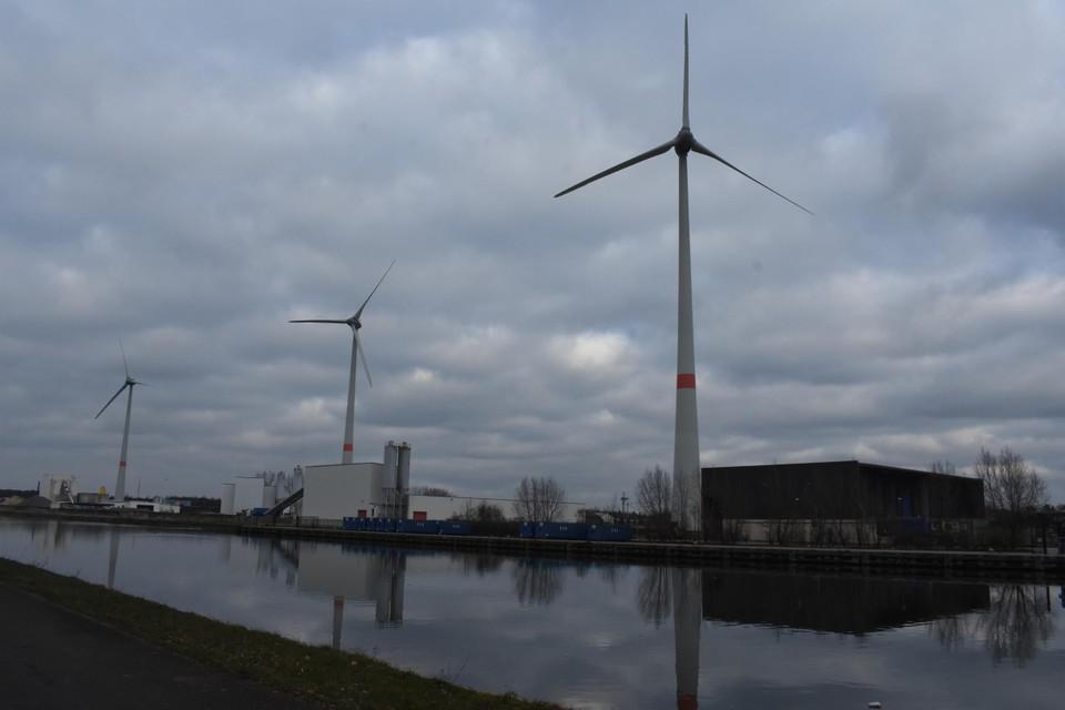 De bestaande drie windturbines.